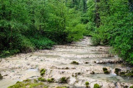 Hydrochimie sur le terrain. Antheuil (21)-dépôts de tuf en pool&steep